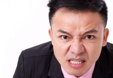 歯ぎしりの癖がある人にインプラントは適さない?