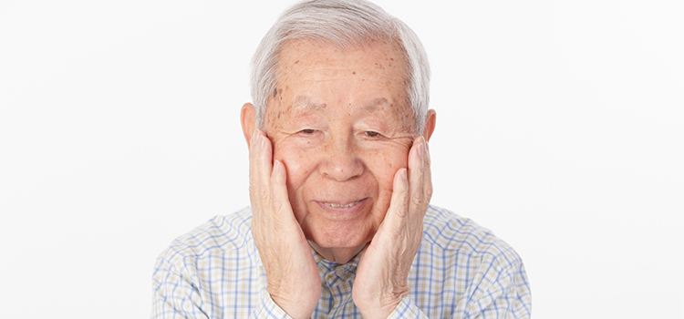 """放置は損! """"奥歯のインプラント""""は入れ歯よりもメリットがたくさんある"""