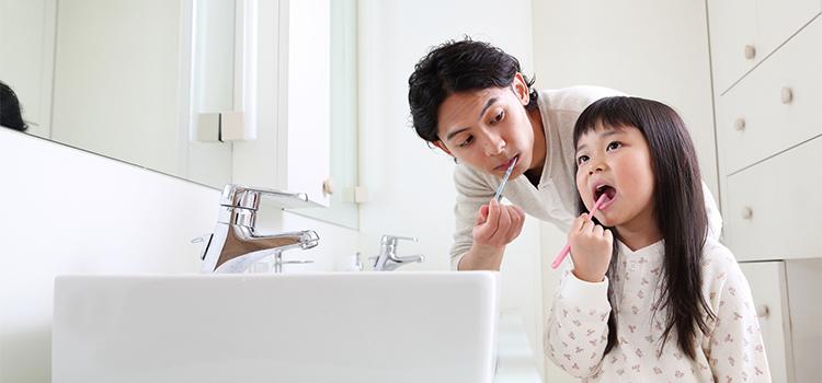若年性の歯周病「侵襲性歯周炎」の特徴 小学生~30代に多い原因は?